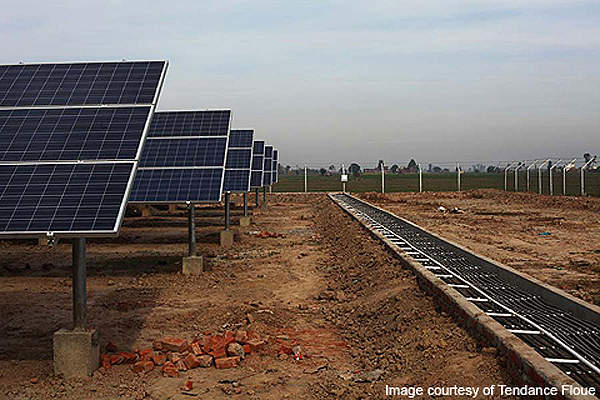 The Awan photovoltaic plant is the first utility-scale solar power plant in India. Image courtesy of Tendance Floue.