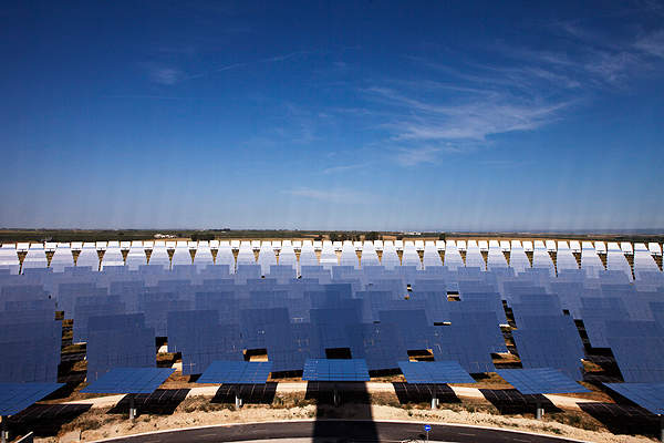 The Gemasolar power plant consists of 2,650 heliostats which are turned towards the sun using geared motors. Image courtesy of Sener Group.