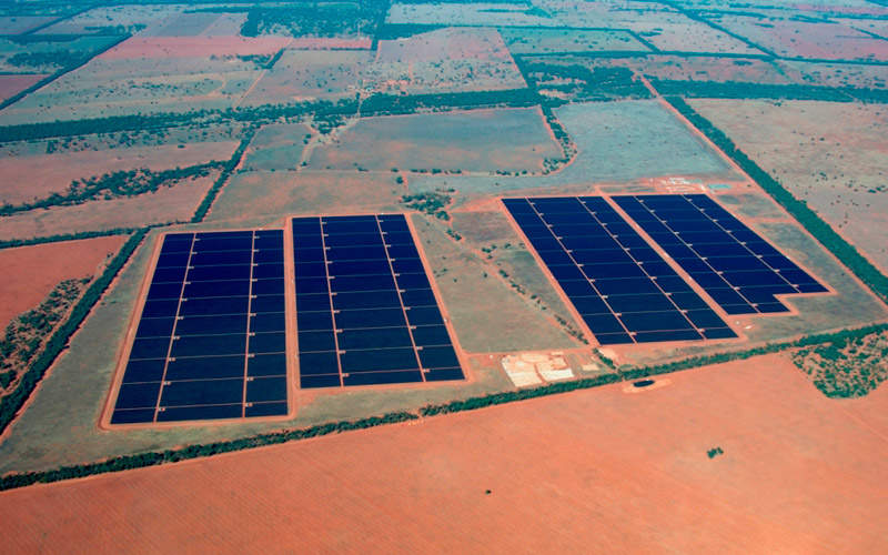 The solar project involved the construction of four sections of panels in succession. Image courtesy of AGL.