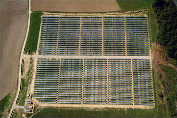 The project consists of 57,618 photovoltaic panels over the three sites.
