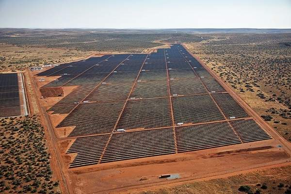 The PV panels are installed over an 180ha site. Image: courtesy of SolarReserve.