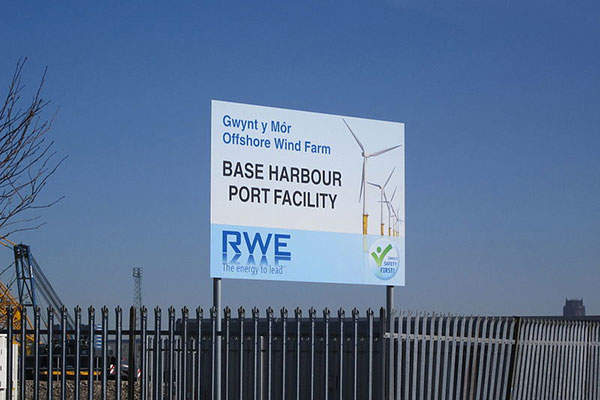 Base harbour port facility for the Gwynt y Môr offshore wind farm at the Cammell Laird Shipyard on the River Mersey in Birkenhead. Image: courtesy of Rept0n1x.