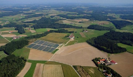 Bavaria Solarpark is a 10MW photovoltaic power plant constructed across three sites in Bavaria, Germany.